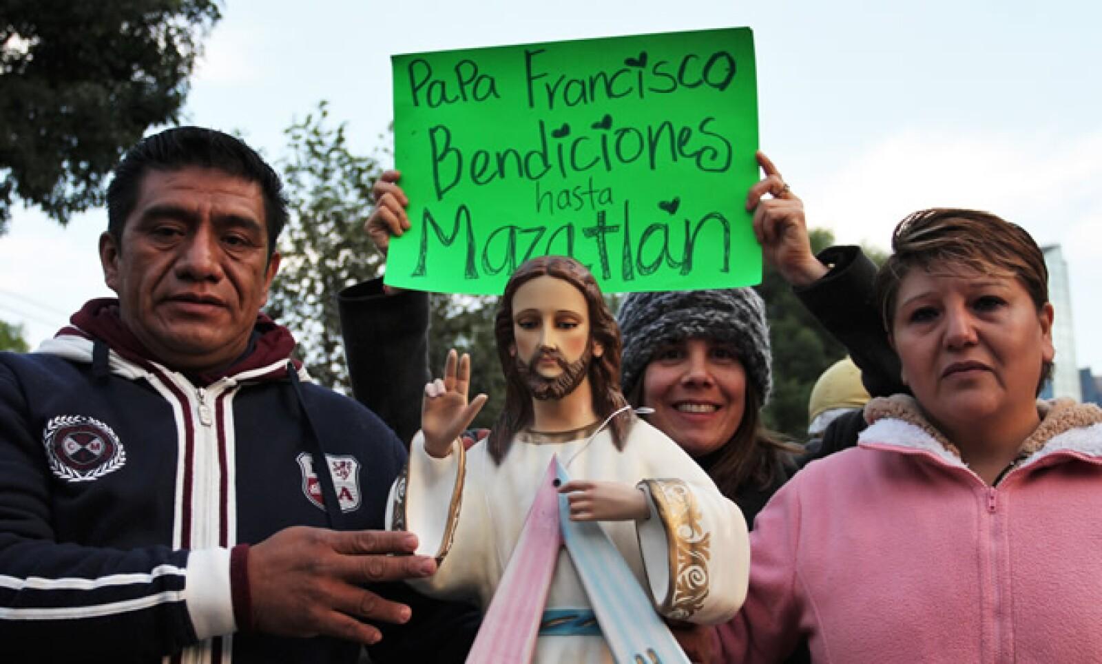 Fieles de todo el país llegaron hasta la Ciudad de México para ver a Francisco.