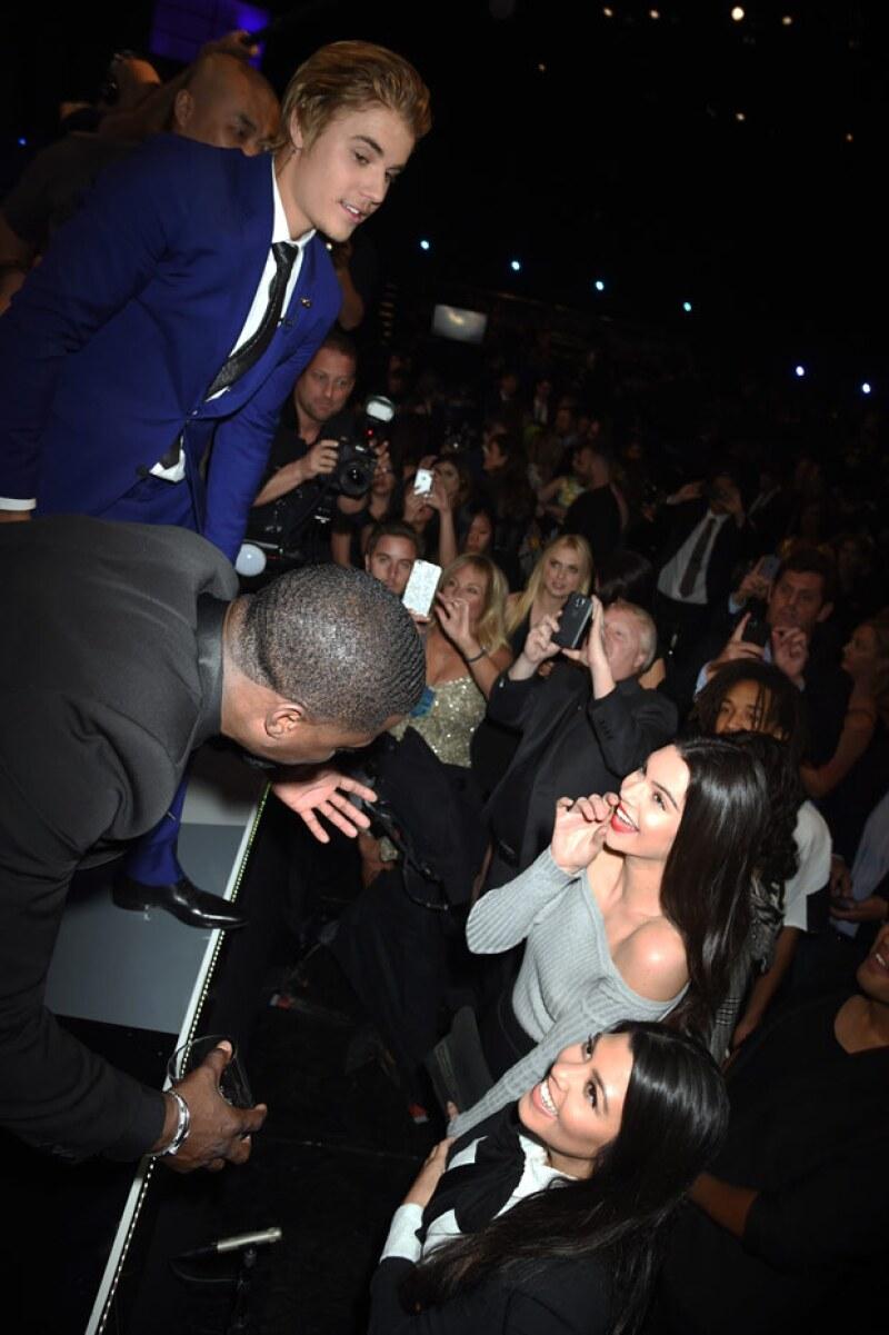 El cantante expresó que conoce a la familia Kardashian desde hace años y que Kourtney es genial.