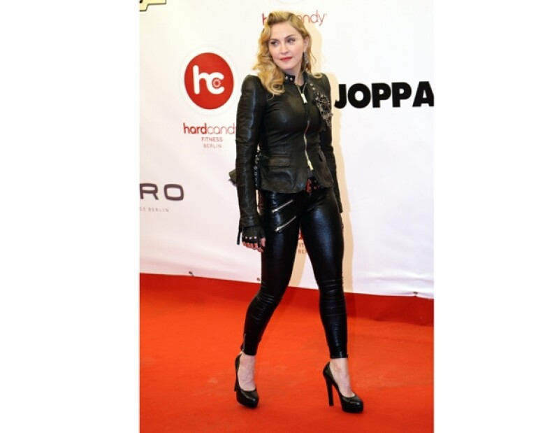 El portavoz de la cantante comentó al New York Post que la cantante tuvo un accidente al bailar, pero que pronto se recuperará.
