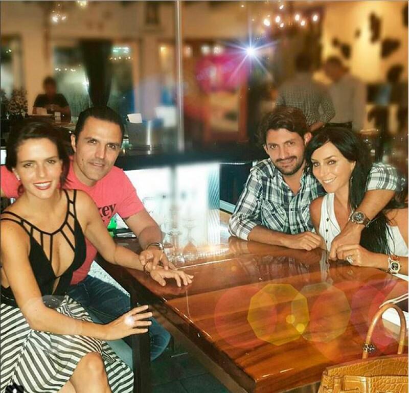 La actriz, la conductora y sus respectivas parejas se reunieron a cenar la noche de ayer en Miami, cita en la que ellas derrocharon estilo.