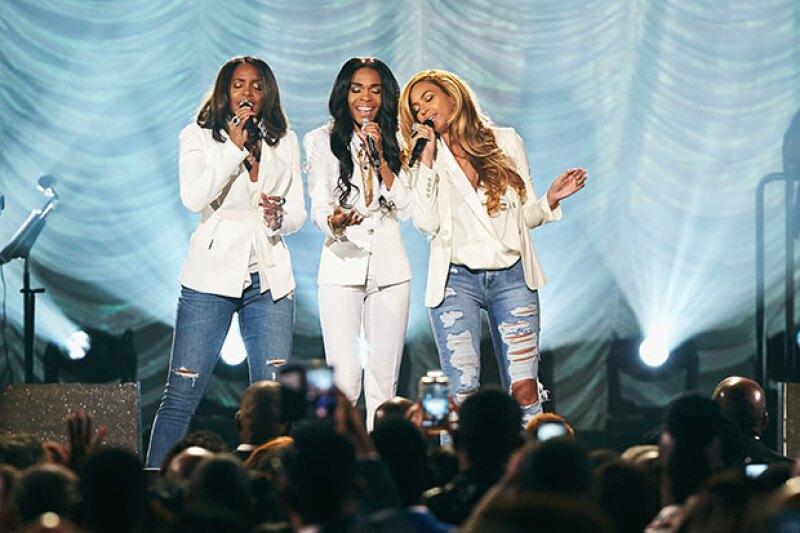 Beyoncé, Kelly y Michelle aparecen juntas en el escenario nuevamente durante la entrega de los Stellar Awards en Las Vegas.