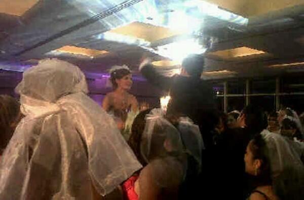 La pareja optó por unir sus vidas en una ceremonia discreta, pero ya salió a la luz la primera imagen de la boda.