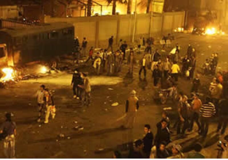 El toque de queda fue impueto en El Cairo debido a las protestas masivas.  (Foto: AP)