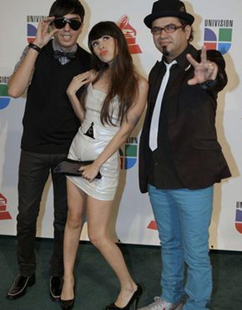 La agrupación mexicana y el cantante español cantarán en la fiestas previas al evento deportivo.