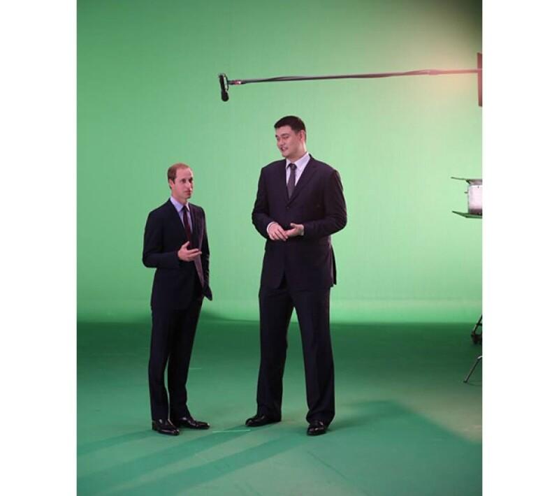 Junto con el basquetbolista chino Yao Ming, filmaron spots que serán transmitidos en China y Vietnam.