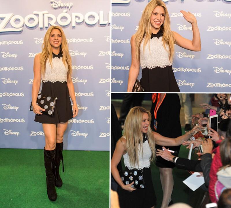 En el evento la cantante se mostró encantadora con sus fans, quienes la sorprendieron cantándole las mañanitas por su reciente cumpleaños.