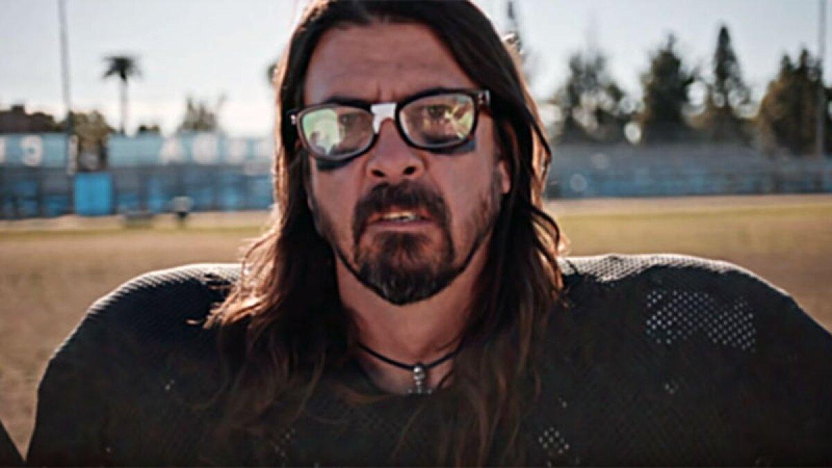 VIDEO: Foo Fighters dejan el escenario y toman la NFL