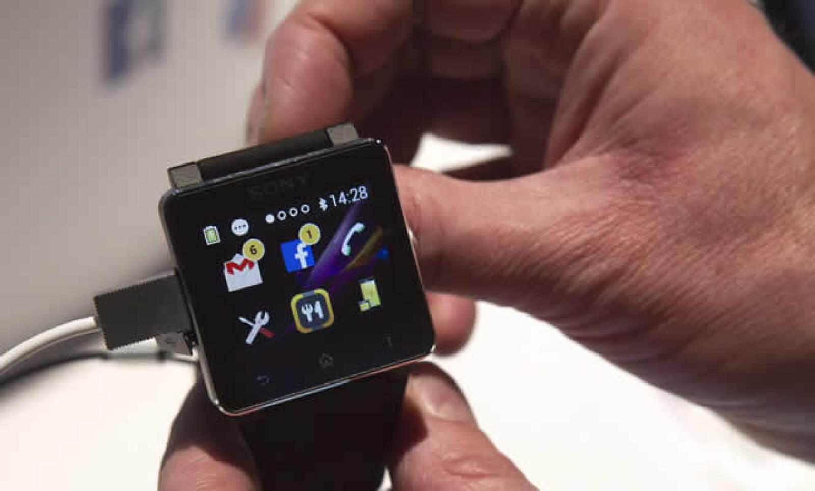 Sony presentó su SmartWatch2. El reloj tiene un costo de 199.00 dólares.