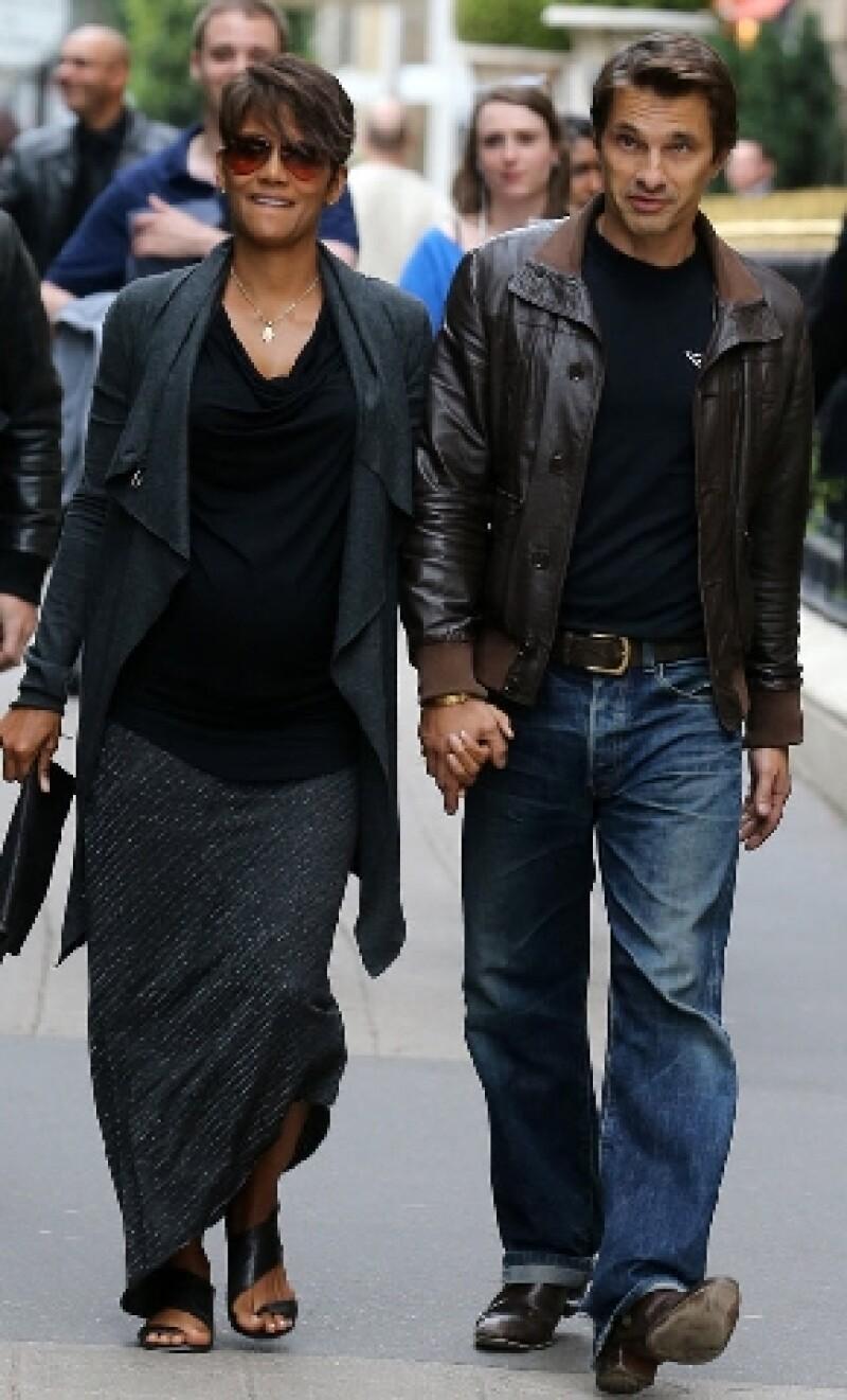 Durante la inauguración de un festival de cine en Francia, Olivier Martinez, pareja de la actriz, reveló accidentalmente el sexo del bebé que esperan.