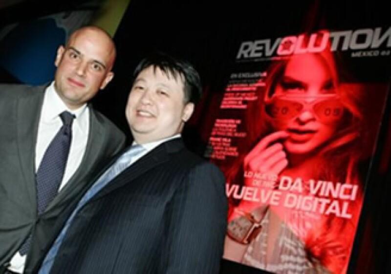 Manuel Rivera, director general de Grupo Editorial Expansión, y Bruce Lee, fundador internacional de la revista Revolution. (Foto: Quién.com)