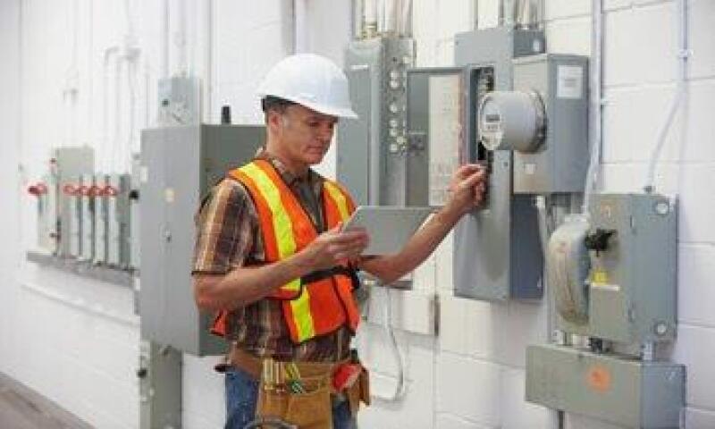 Entre los principales clientes de Schneider México destaca la CFE, para quien fabrica paneles eléctricos. (Foto: Getty Images)