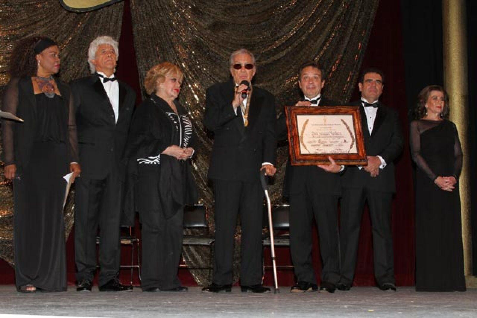 A finales de 2012 el actor recibió un homenaje por 75 años de trayectoria por parte de la Asociación Nacional de Actores, que le entregó una medalla instituida con su nombre.