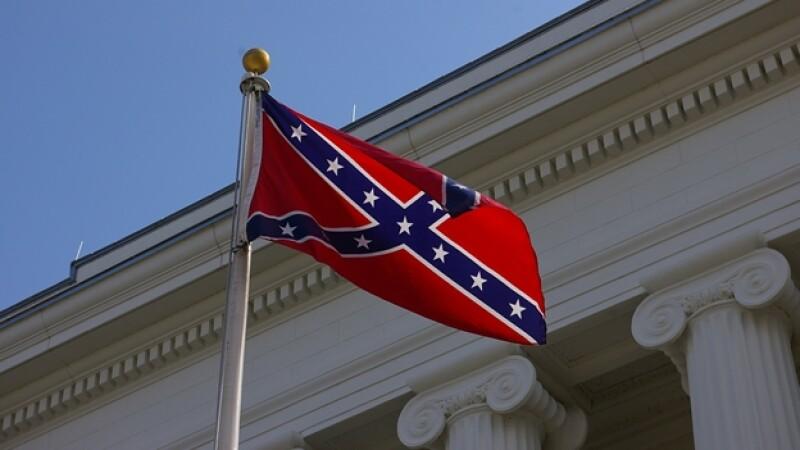 La bandera de la Confederación que está en el Capitolio de Carolina del Sur y que será removida