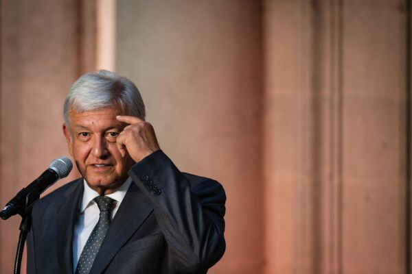 Andres Manuel Lopez Obrador beisbol
