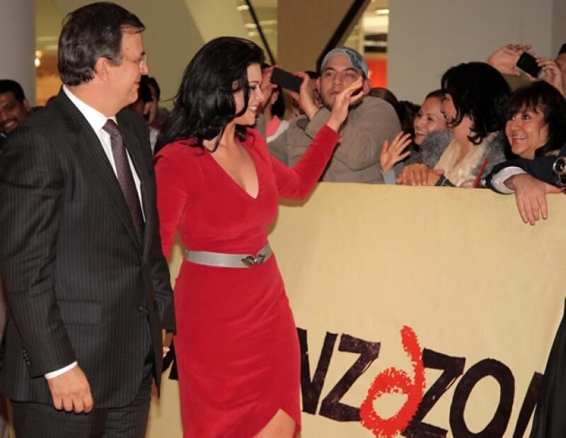 El Jefe de Gobierno y su esposa Rosalinda saludaron a los presentes.