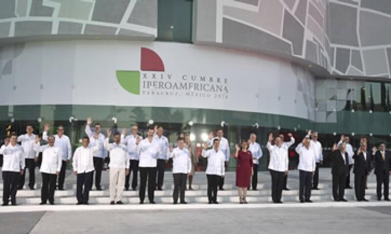 Los asistentes a la Cumbre Iberoamericana apoyaron a Cristina Fernández, quien no asistió por motivos de salud. (Foto: AFP )