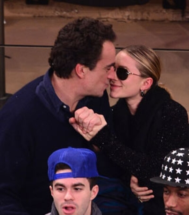 A dos años de relación, el banquero francés le ha pedido matrimonio a la actriz. Esto de acuerdo con Us Magazine.
