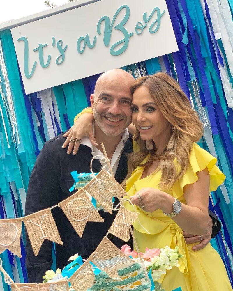 Erika Zaba y Francisco Oliveros organizaron una fiesta para anunciar el sexo del bebé.