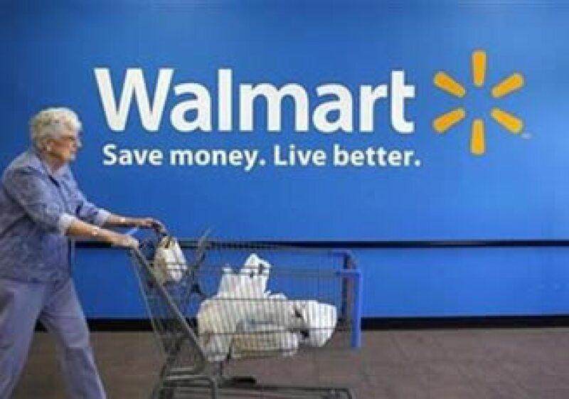 Wal-Mart ha sacado anuncios en televisión, radio y espectaculares donde muestran los comparativos de precios con Soriana. (Foto: Reuters)
