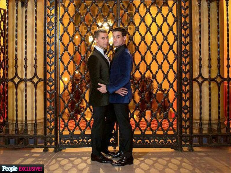 """El cantante y su pareja desde hace casi cuatro años se dieron el """"sí"""" el sábado en una romántica ceremonia en Los Ángeles. Cada detalle fue organizado por el mismo wedding planner de Kim y Kanye."""