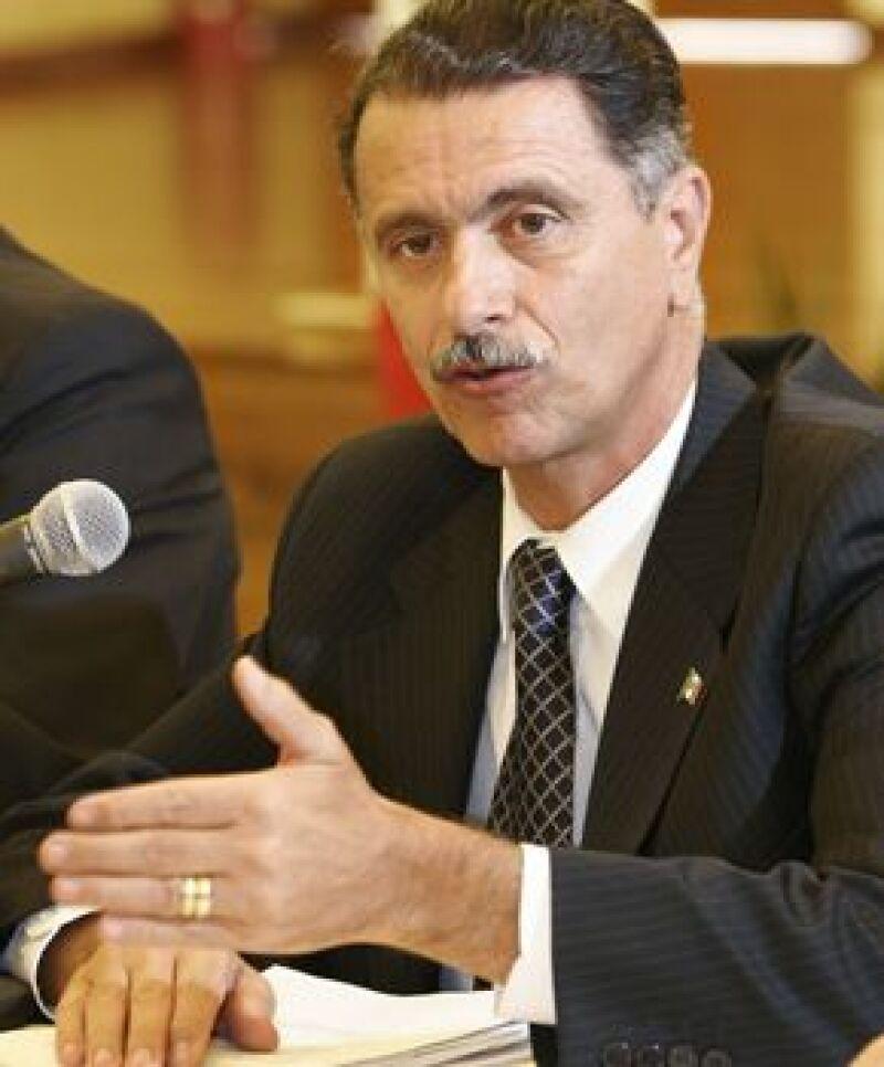 El Secretario de Gobernación durante la administración de Vicente Fox falleció este martes a causa de cáncer de estómago.