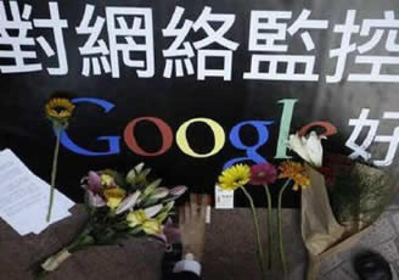 Seguidores del gigante de Internet han colocado flores afuera del corporativo de la empresa en China. (Foto: China)