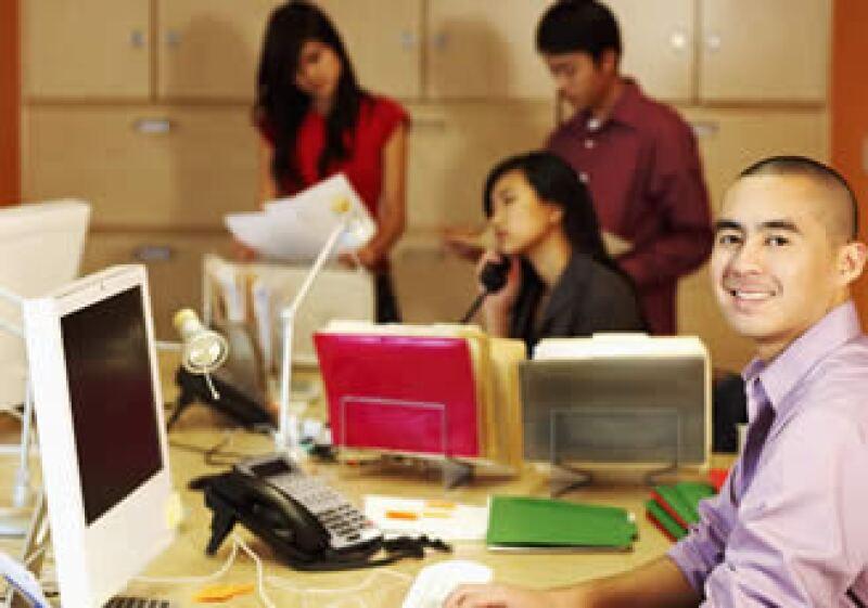 Otra forma de ahecr eficiente tu empresa es proporcionar un acceso fácil a la información para tus empleados.  (Foto: Photos To Go)