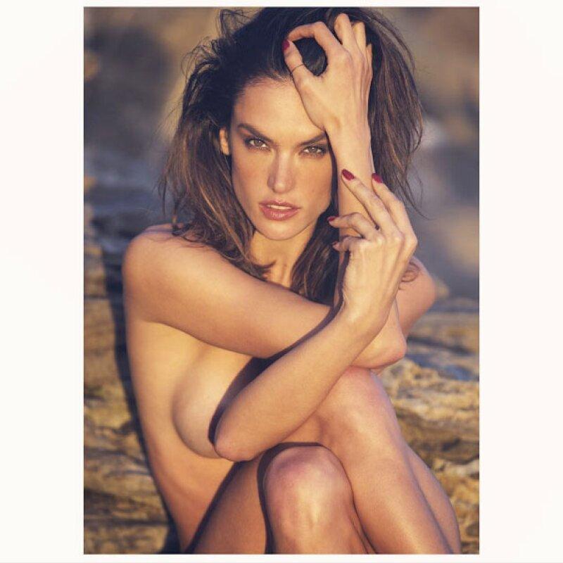 La modelo brasileña ha compartido lo que podría ser su foto más sexy hasta el momento, donde aparece totalmente desnuda.