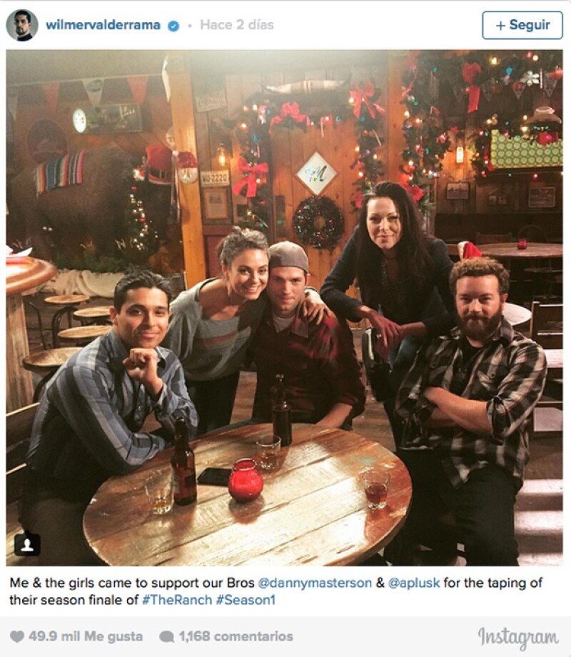 Wilmer Walderrama, Laura Prepon y Mila Kunis se pusieron de acuerdo y visitaron a Ashton Kutcher y Danny Masterson durante la grabación del último capítulo de su serie, The Ranch.