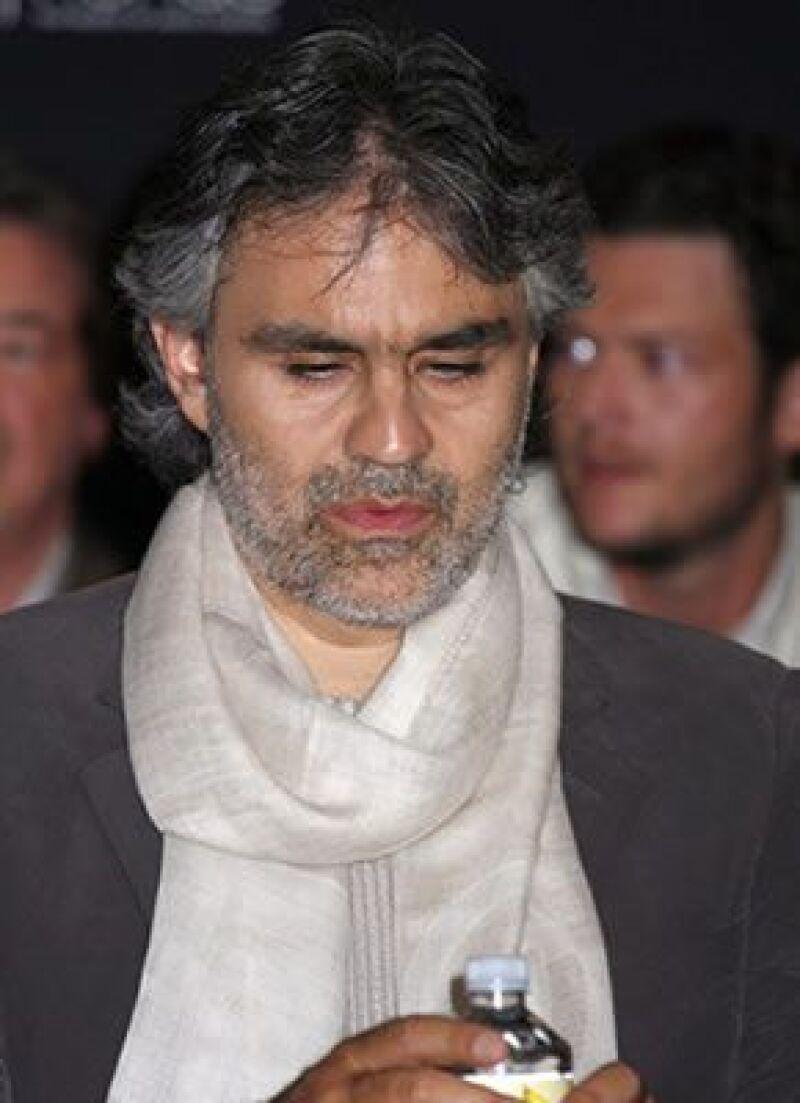"""El tenor italiano fue ovacionado por más de 20 mil personas en su concierto """"Una voz entre murallas""""."""