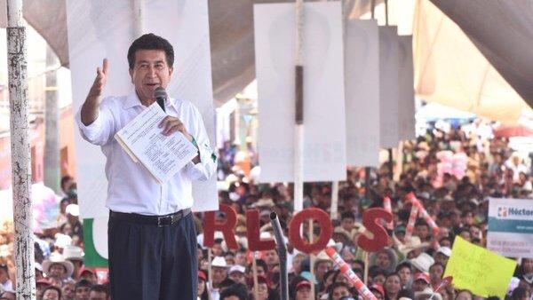 Héctor Yunes Landa estuvo este sábado con habitantes de la comunidad de Altotonga.
