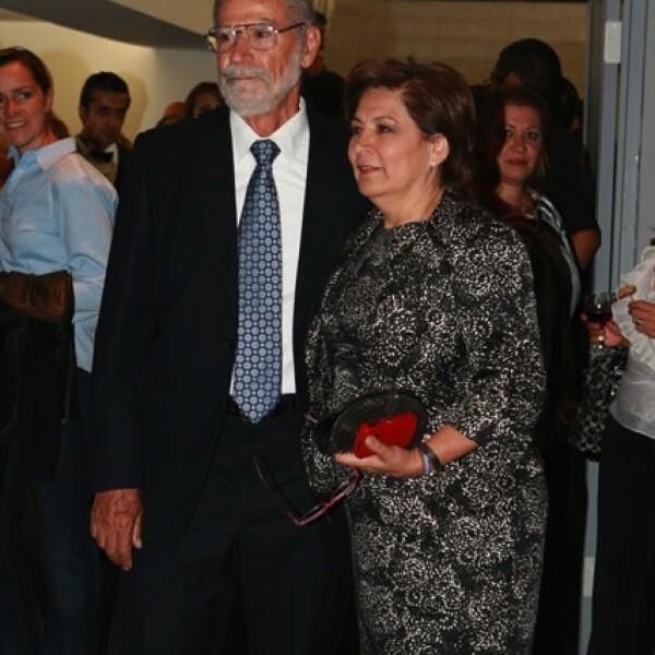 Isabel Miranda de Wallace, candidata al Gobierno del DF, con su esposo Enrique.