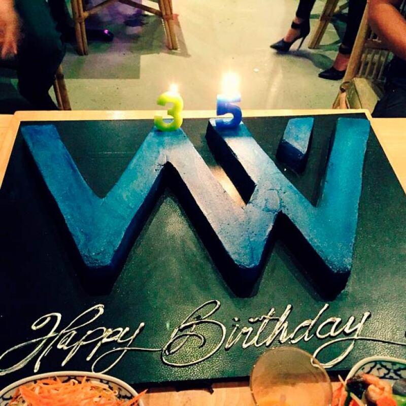 Un gran pastel con sus iniciales y los números 35 fue la conclusión perfecta para la fiesta sorpresa de Wilmer.
