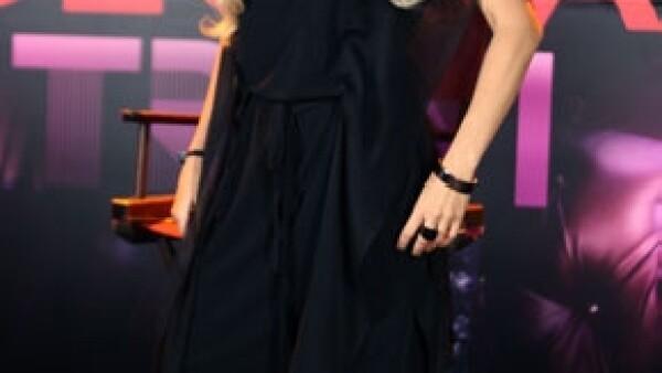 La cantante tuvo un accidente al bajar de su avión por lo que tuvo que ser intervenida quirúrgicamente.