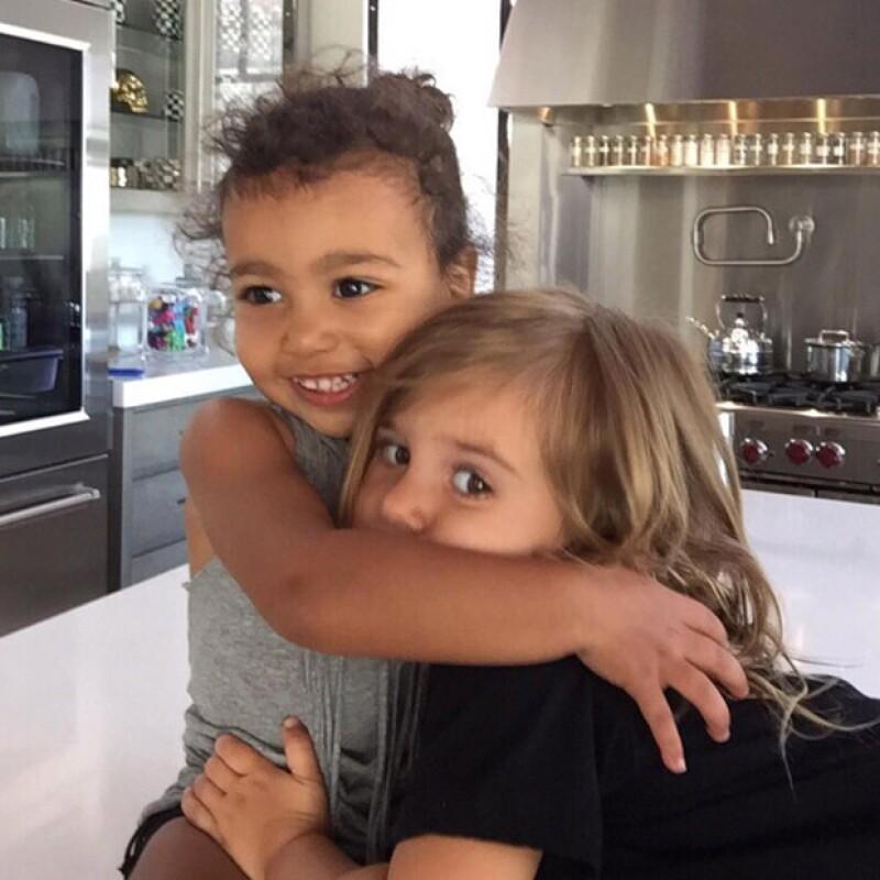 Las pequeñas hijas de Kim y Kourtney Kardashian fueron captadas en video por Kylie, jugando a ser como ella y su hermana Kendall.