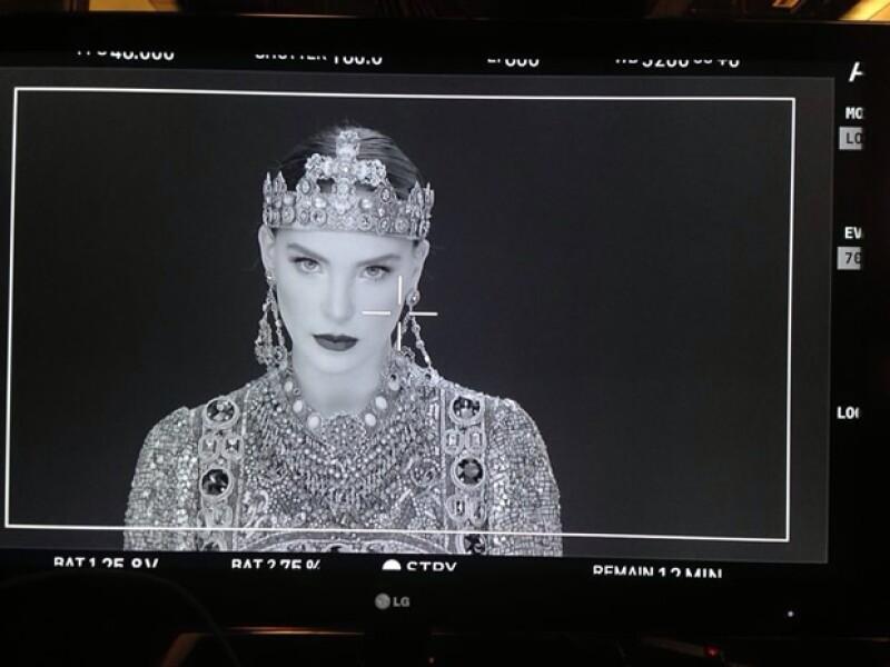 Todo el outfit que usó Belinda es parte de la colección Otoño-Invierno de Dolce&Gabbana.