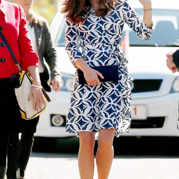 Se reportó que después de ver a Kate Middleton, este diseño se agotó dentro de minutos en la página de la firma.