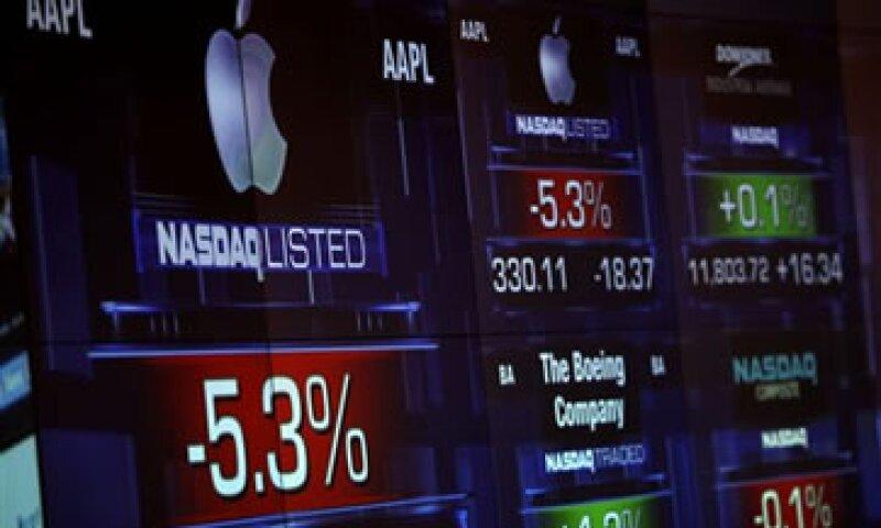 Las acciones de Apple han perdido poco más de 1% desde el 14 de febrero cuando cotizaron por encima de los 500 dólares. (Foto: AP)