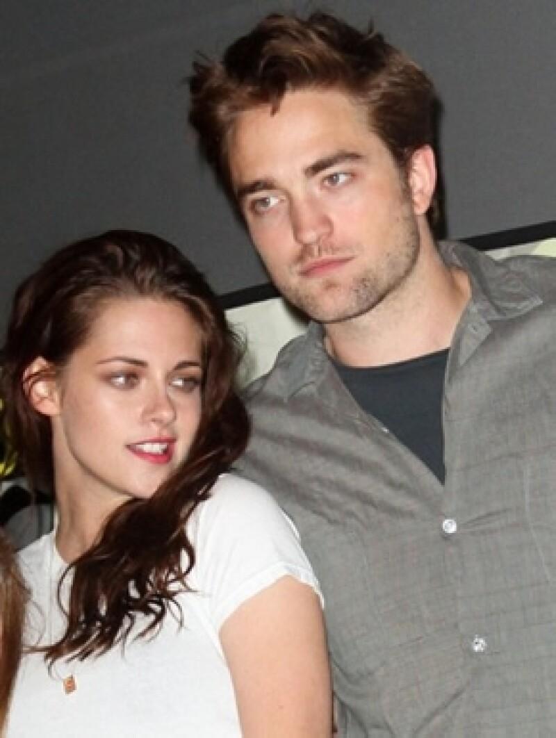 Desde que se diera la noticia de la infidelidad de Kristen Stewart, el actor británico no ha sido visto, sin embargo dicen que está en la casa de verano de Reese Witherspoon.