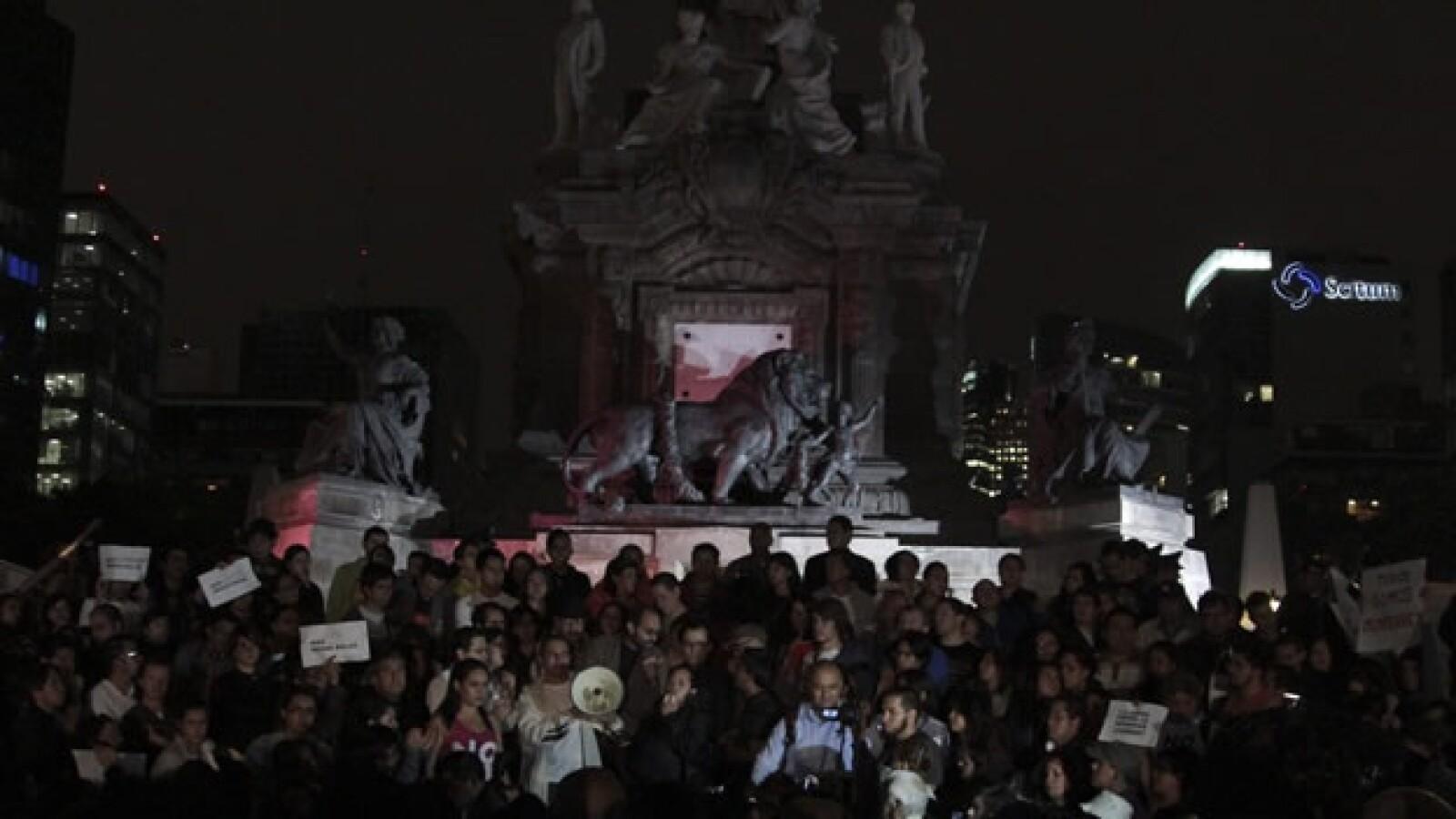 Monterrey Ataque Protesta Cacerolazo Ángel de la Independencia Ciudadanos Casino Royale