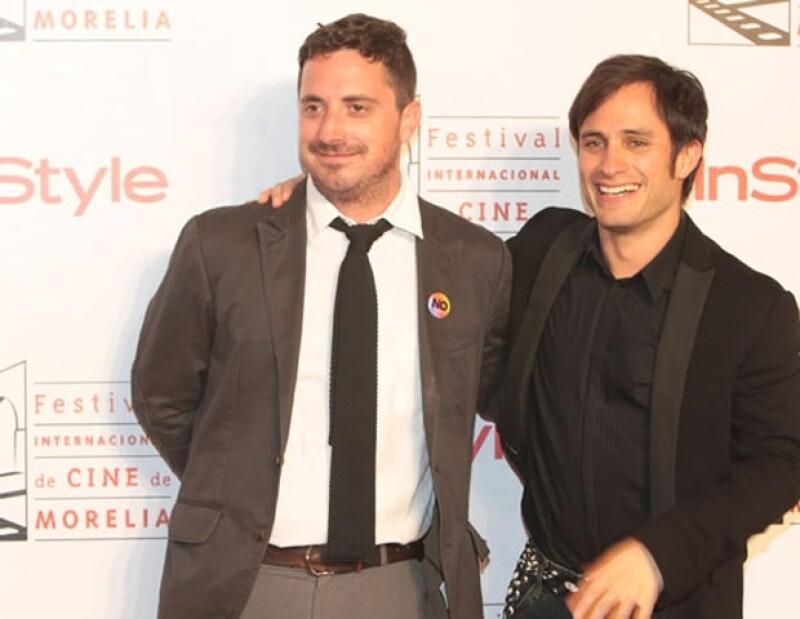 El actor causó gritos, alborotos y una crisis nerviosa de una fan a su llegada a la alfombra roja de InStyle en el FICM.