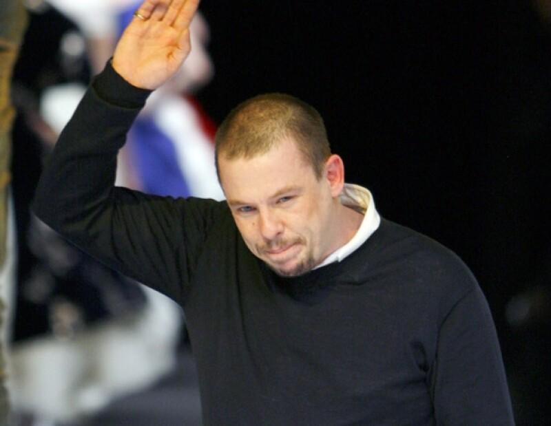 Alexander McQueen no resistió la muerte de su madre y prefirió terminar con su vida.