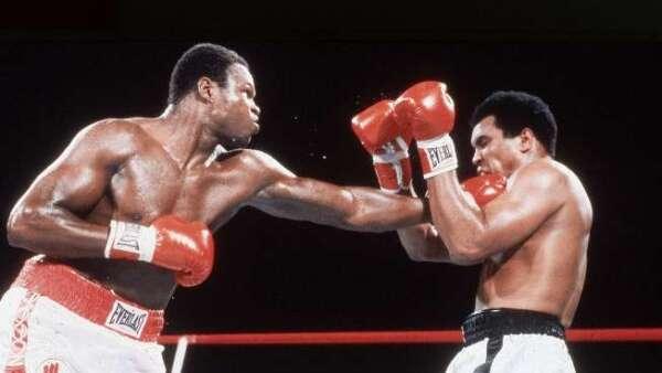 De las cinco derrotas de Muhammad Ali, tan solo en la que enfrentó a Larry Holmes, el boxeador pidió que pararan la pelea.