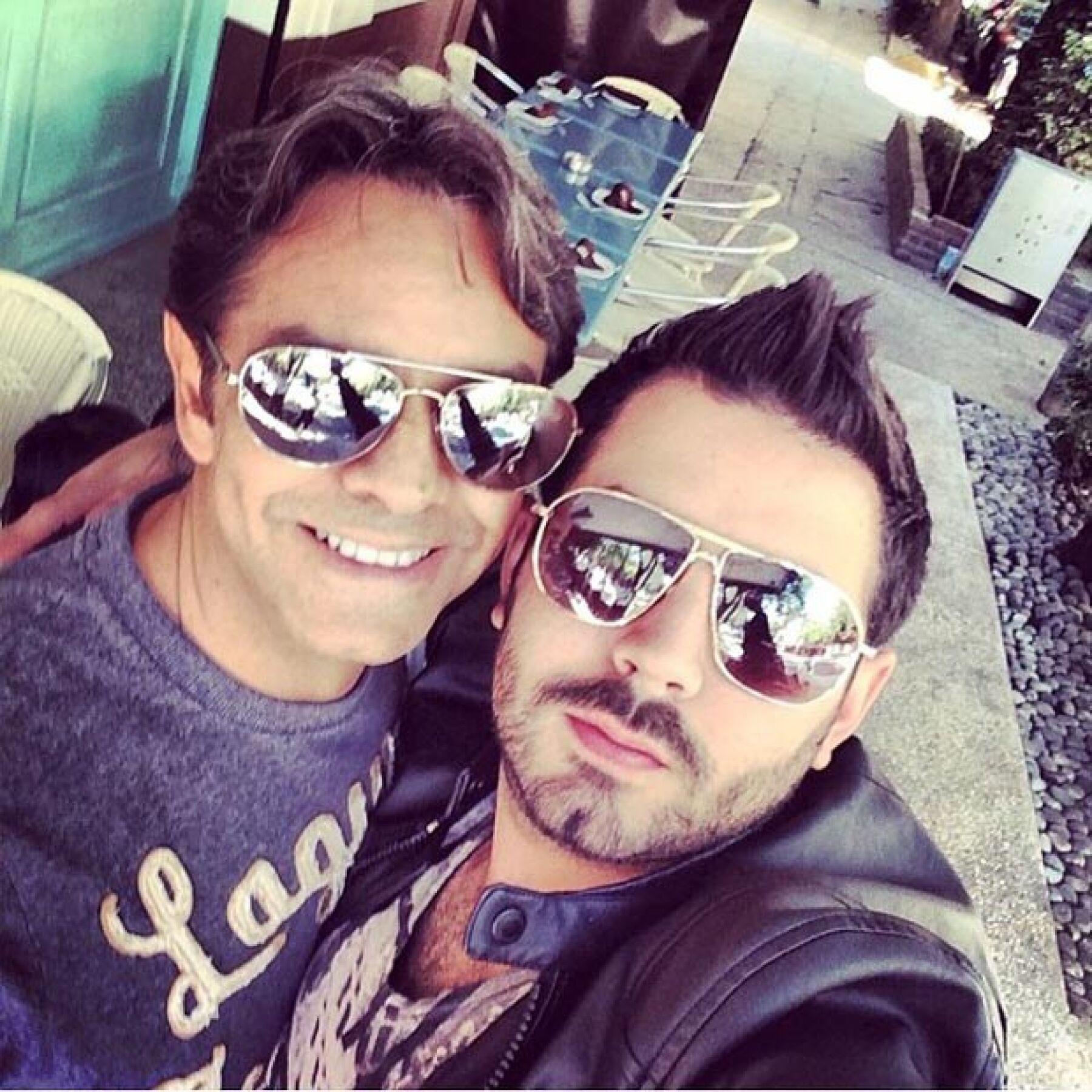 Alessandra fue una de las primeras en felicitarlo a nombre de Aitana, pero también José Eduardo, con una selfie de ambos.
