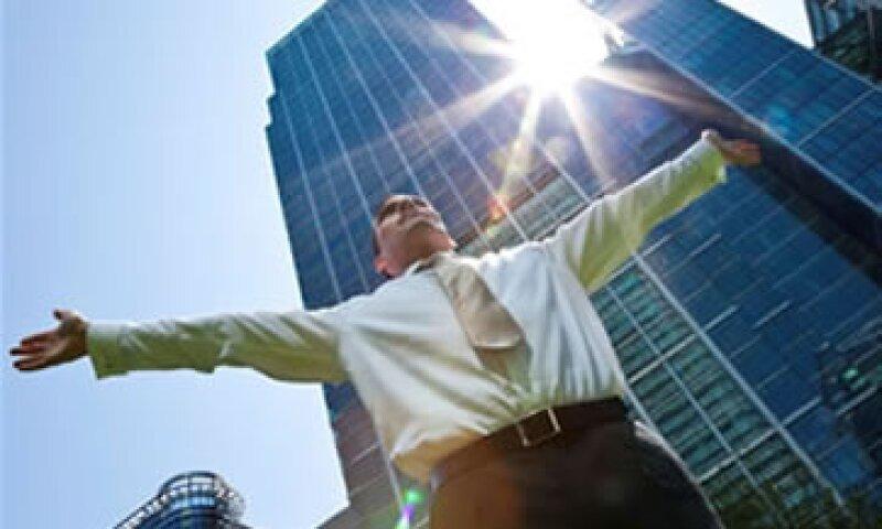 Tener una red de influencia al interior de la empresa te hace más visible para un ascenso. (Foto: Photos To Go )