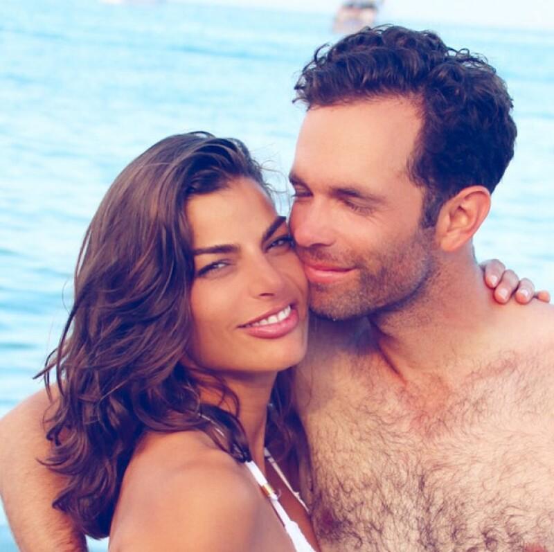 `Lo amo... si, es mi novio`, publicó en esta foto Bárbara Coppel.