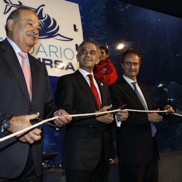 El acuario, inaugurado por el magnate Carlos Slim y el jefe capitalino Miguel Ángel Mancera, reutiliza 22 millones de litros de agua de mar obtenida de Veracruz.