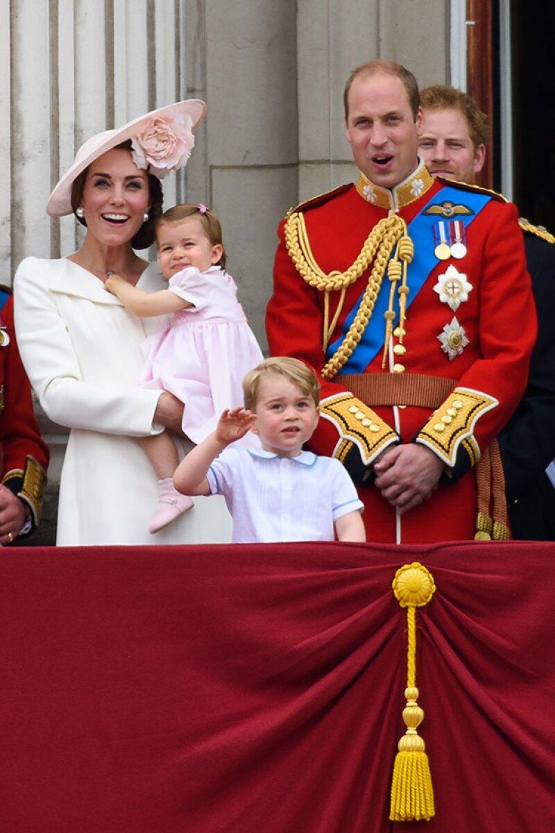 Este fin de semana Charlotte debutó por primera vez en el balcón del palacio de Buckingham.