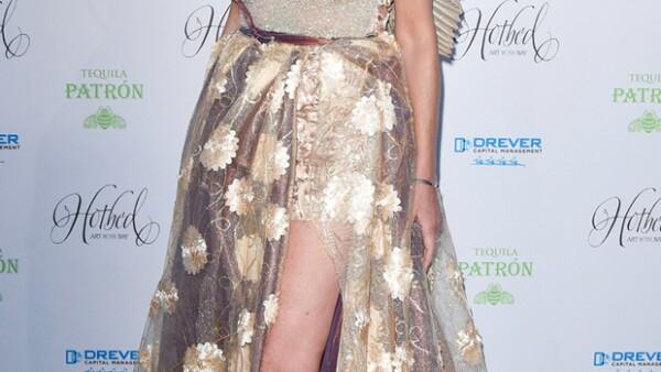 Ahora sí perdimos a Sharon Stone porque hasta alas se puso y Solange Knowles se ve francamente diabólica. Gracias por Jennifer Lopez y Amal Clooney que llegaron a rescatar la moda de la semana.