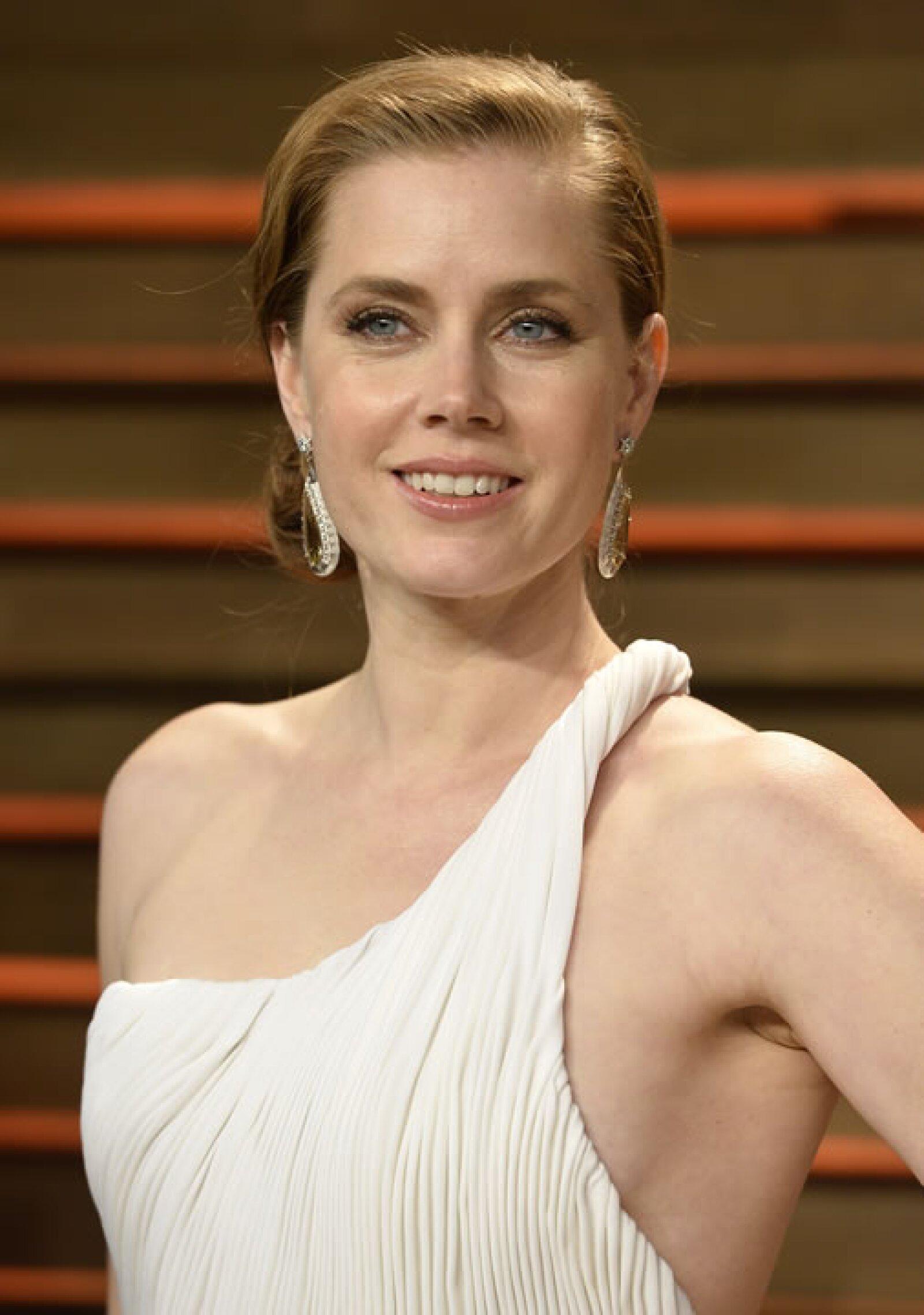 Para la fiesta de Vanity Fair del Oscar de 2014, Amy Adams llevó piezas de la colección Blue Book.